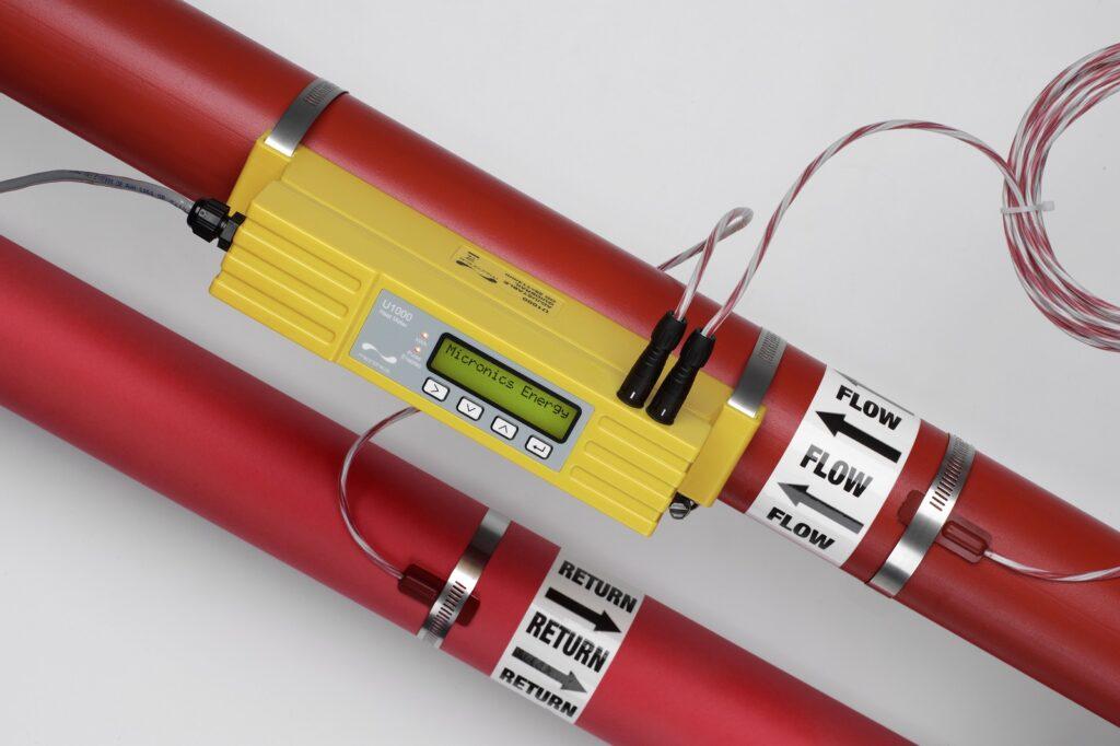 Mesure de lénergie à travers la paroi du tuyau - Micronics U1000 HM heatmeter flowmeter